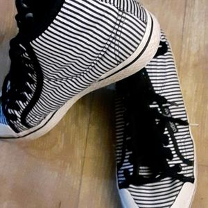 Adidas high top shoes sz 6